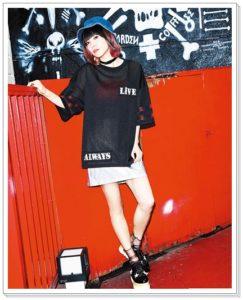 LiSAとスピンズコラボ服がかわいい!バッグやネックレスも メッシュTシャツ
