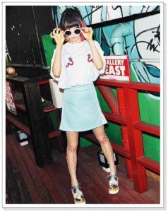 LiSAとスピンズコラボ服がかわいい!バッグやネックレスも スカTシャツ