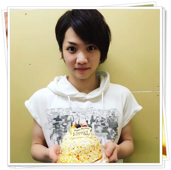 三浦宏規はテニミュや刀剣乱舞で人気!性格がかわいい?身長や年齢も ケーキを持つ三浦